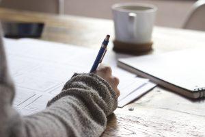 Schreiben ist eine nachweisliche Methode die Gedanken zu ordnen und sich selbst zu reflektieren.